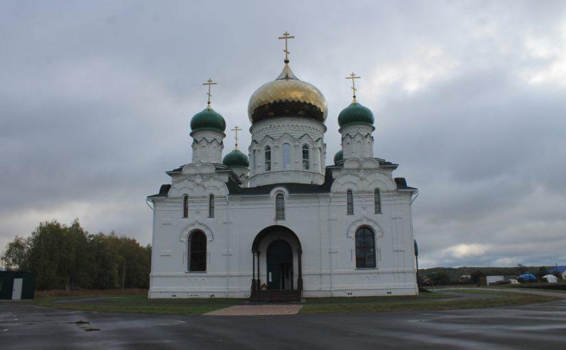 Епископ Митрофан совершил Божественную литургию в храме с. Большая Лука