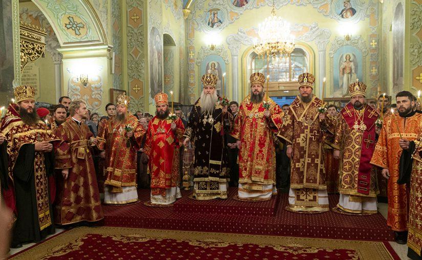 Всенощное бдение в храме в честь Покрова Пресвятой Богородицы г. Саратова
