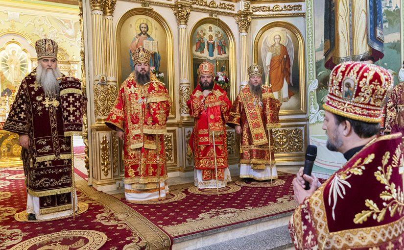 Божественная литургия в храме в честь Покрова Пресвятой Богородицы г. Саратова