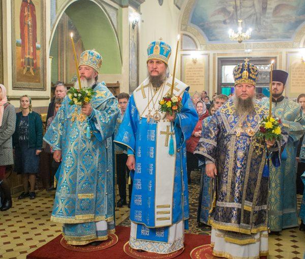 Всенощное бдение в Свято-Троицком кафедральном соборе г. Покровска