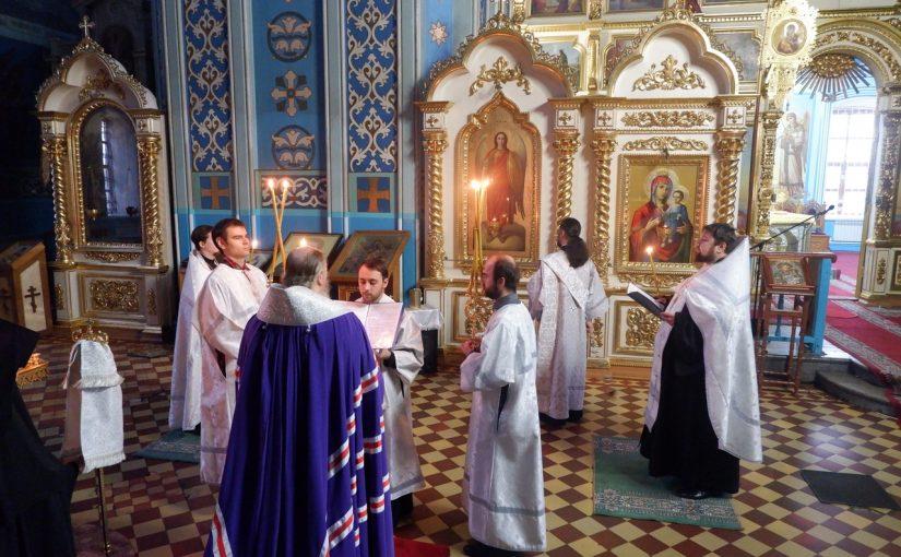 Епископ Митрофан возглавил чтение акафиста Архангелу Михаилу