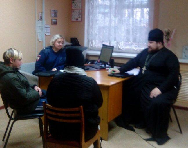 Иерей Михаил Марчев провел беседу с молодыми людьми