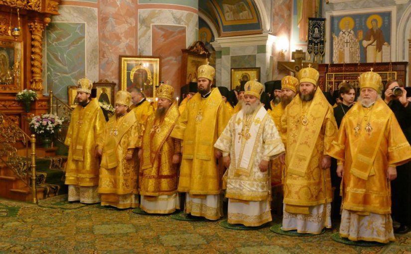Божественная литургия в Свято-Троицком Серафимо-Дивеевском монастыре