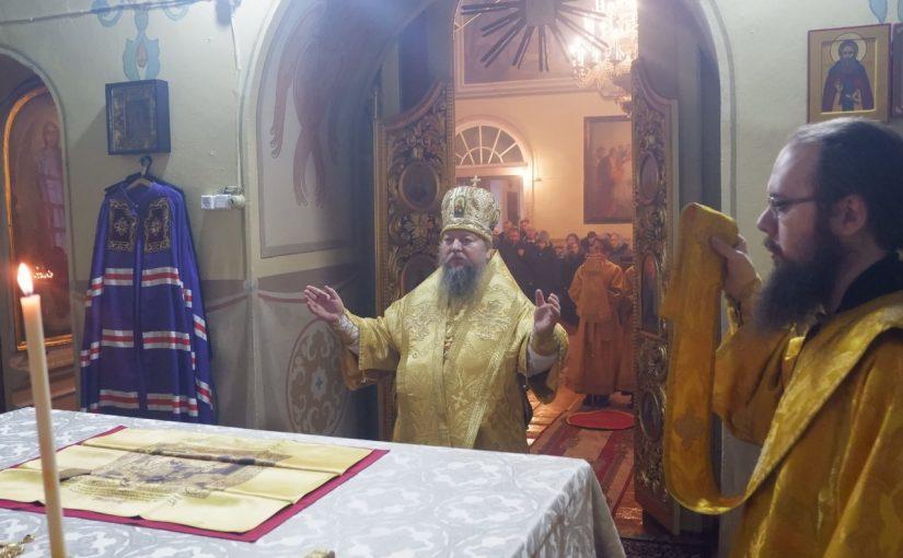 Божественная Литургия в Михайло – Архангельском храме с. Вадинск