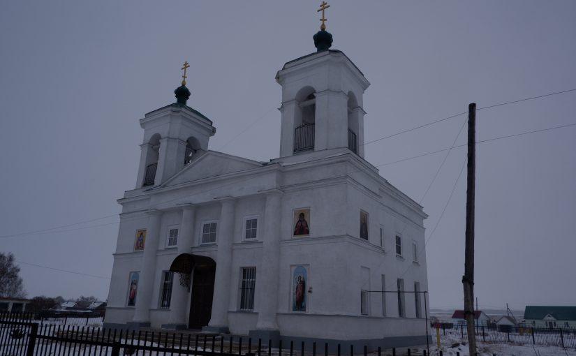 Епископ Митрофан совершил Божественную литургию в Богоявленском храме с. Обвал Тамалинского района