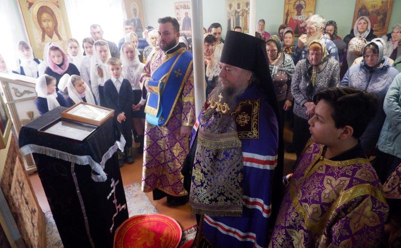 Епископ Митрофан совершил Божественную литургию в Свято-Никольском храме рп. Колышлей