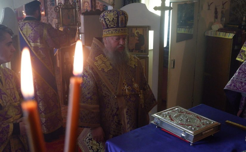 В третью Родительскую субботу Великого поста епископ Митрофан возглавил Литургию в Молитвенном доме с. Красная Горка