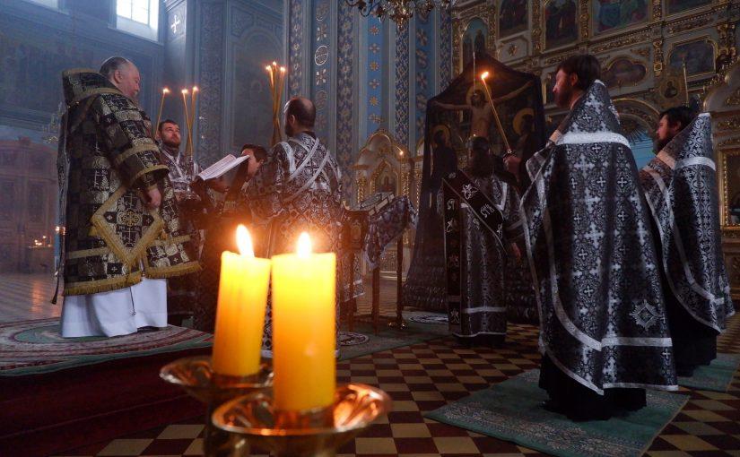 Епископ Митрофан совершил чин пассии в кафедральном соборе Сердобска