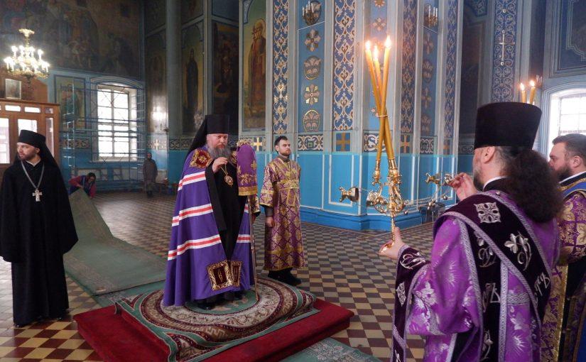 В канун Недели 4-й Великого поста епископ Митрофан совершил Всенощное бдение в кафедральном соборе Сердобска