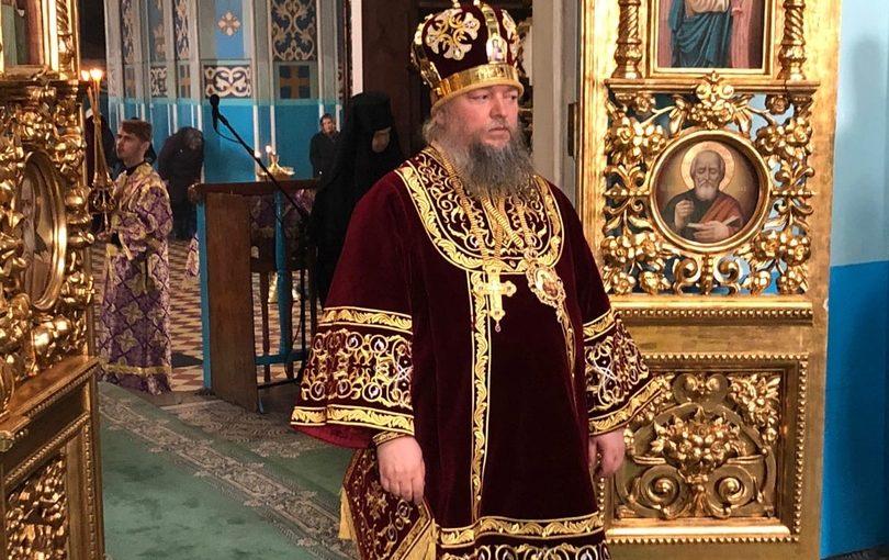 В Великий Четверг епископ Митрофан совершил вечерню и Божественную литургию в Михайло — Архангельском кафедральном соборе