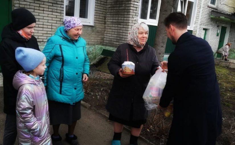 В праздник Пасхи иеромонах Вениамин (Гришинов) посетил пожилых прихожан г. Сердобска