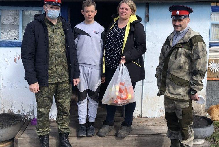 В преддверии Пасхи казаки Колышлейского хутора оказали материальную помощь наиболее уязвимым в период пандемии категориям семей