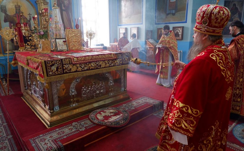 В день Радоницы епископ Митрофан совершил Божественную литургию и панихиду в кафедральном соборе Сердобска