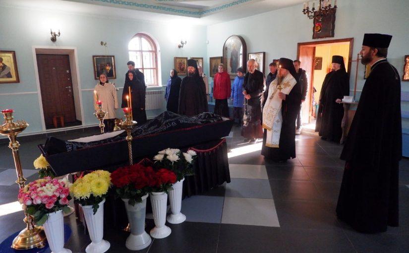 Епископ Митрофан отслужил заупокойную литию о почившем иеросхимонахе Нектарии