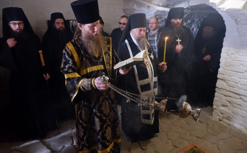 Епископ Митрофан совершил панихиду по схиархимандриту Питириму (Перегудову)