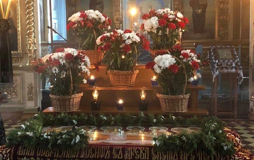В Великий Пяток епископ Митрофан совершил вечерню с выносом Плащаницы Спасителя в Михайло — Архангельском кафедральном соборе