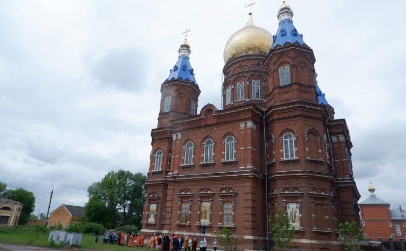 В день отдания праздника Пасхи Преосвященнейший Митрофан совершил Литургию в кафедральном соборе г. Сердобска