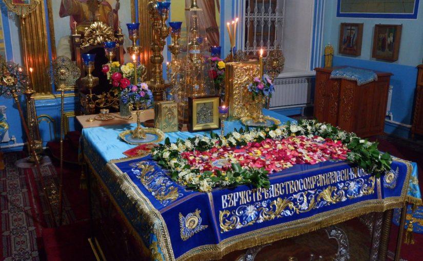Епископ Митрофан совершил Всенощное бдение с чином погребения Божией Матери в Михайло — Архангельском кафедральном соборе г. Сердобска