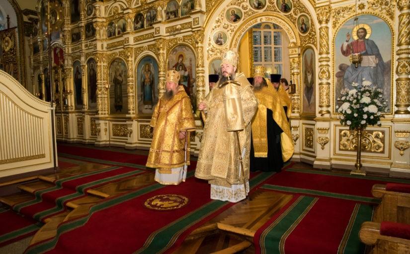 Митрополит Серафим и епископ Митрофан совершили всенощное бдение в Успенском кафедральном соборе Пензы