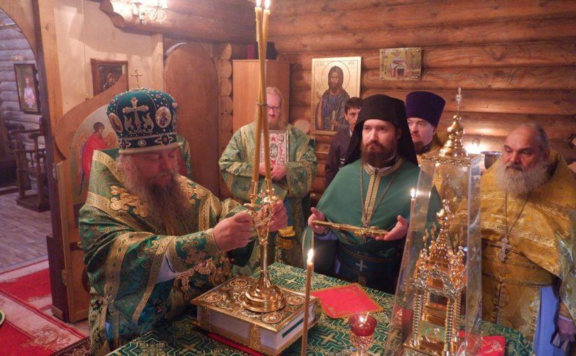 Епископ Митрофан совершил литургию в пещерном монастыре прп. Антония и Феодосия Печерских с. Сканово