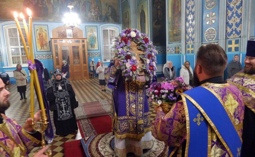 В канун праздника Воздвижения Креста Господня епископ Митрофан возглавил всенощное бдение в кафедральном соборе Сердобска