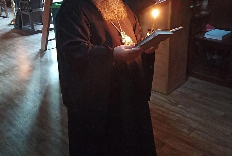 Епископ Митрофан молился на вечернем богослужении в пещерном монастыре прп. Антония и Феодосия Печерских с. Сканово