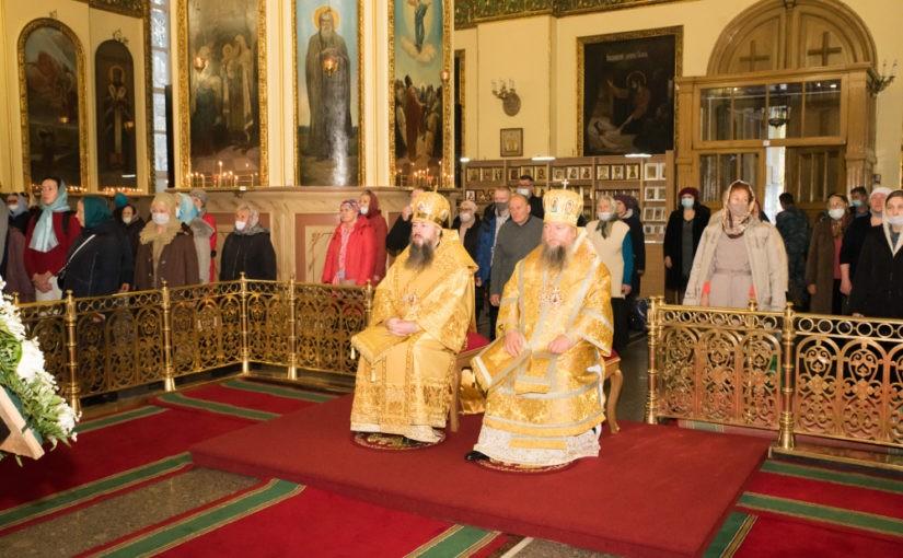 В 20-ю годовщину прославления святителя Иннокентия Пензенского митрополит Серафим возглавил Литургию в Успенском соборе Пензы