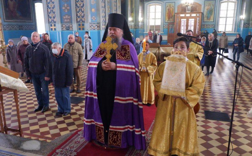 Епископ Митрофан совершил Божественную литургию в кафедральном соборе Сердобска