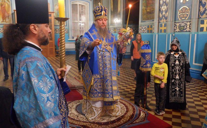 В канун праздника Покрова Пресвятой Богородицы епископ Митрофан совершил Всенощное бдение в кафедральном соборе Сердобска