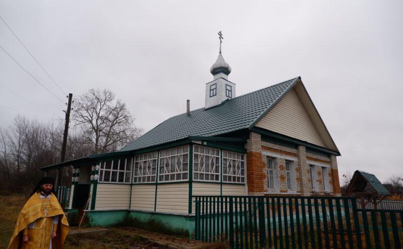 Епископ Митрофан совершил Литургию в Казанском храме с. Сядемка Земетчинского района