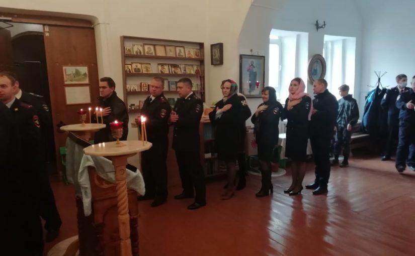 Божественная литургия в храме при отделе полиции в Наровчате