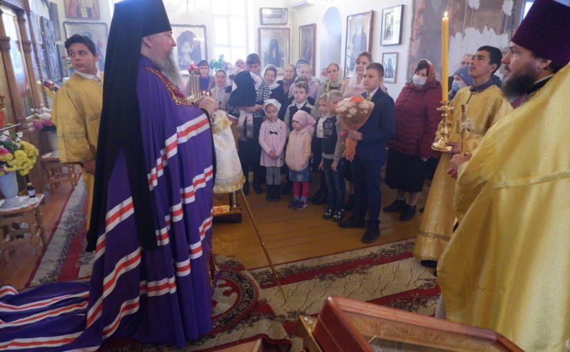 Епископ Митрофан совершил Литургию в храме Архистратига Михаила р.п. Тамала