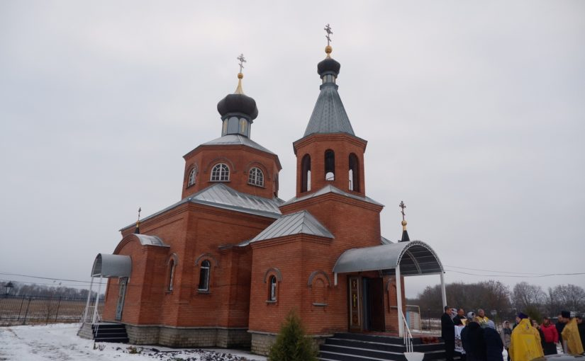 Епископ Митрофан совершил Литургию в храме свт. Иоанна Златоуста в с. Никульевка Башмаковского района
