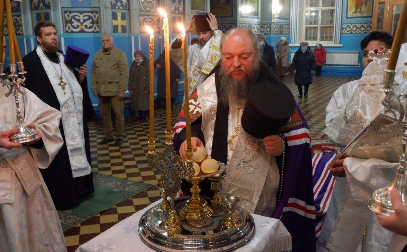 В канун престольного праздника епископ Митрофан совершил Всенощное бдение в кафедральном соборе Сердобска