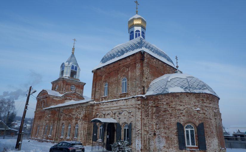 Епископ Митрофан совершил литургию в Богоявленском храме с. Вадинск