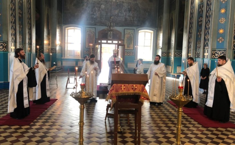 Епископ Митрофан совершил парастас по новопреставленный схимонахине Серафиме ( Кулагиной)