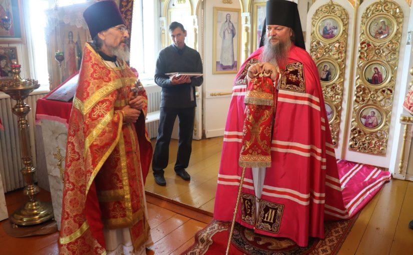 Епископ Митрофан совершил Божественную Литургию в храме Архангела Михаила с. Майское