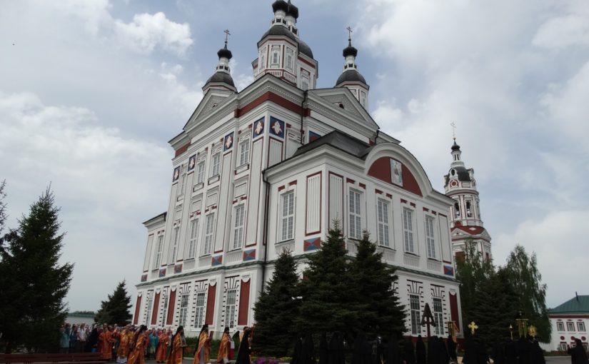 Епископ Митрофан совершил Божественную литургию в Троице – Скановом женском монастыре