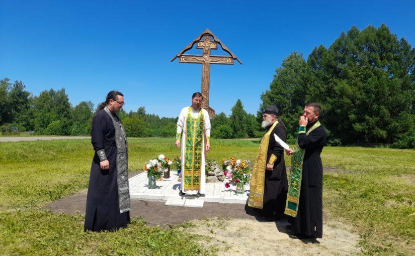 Освящение поклонного креста в с. Котел Вадинского района