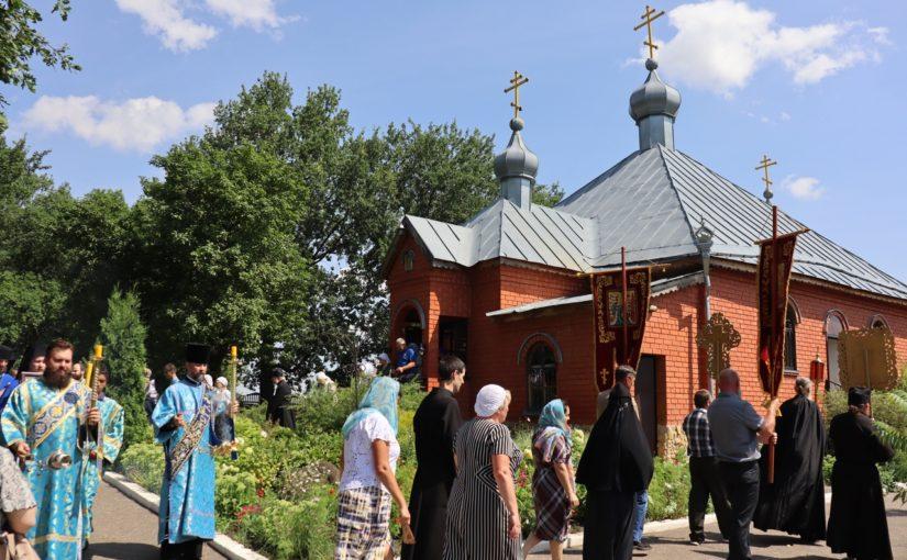 Епископ Митрофан совершил литургию в мужском монастыре пос. Сазанье