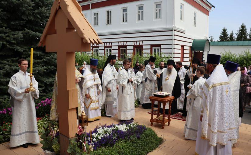 Епископ Сердобский Митрофан и епископ Ардатовский Вениамин совершили Литургию в Троице-Скановом монастыре