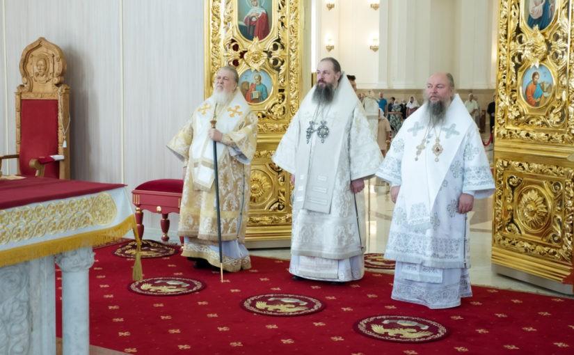 В Неделю 9-ю по Пятидесятнице иерархи Пензенской митрополии поздравили с 75-летием архиепископа Филарета (Карагодина)
