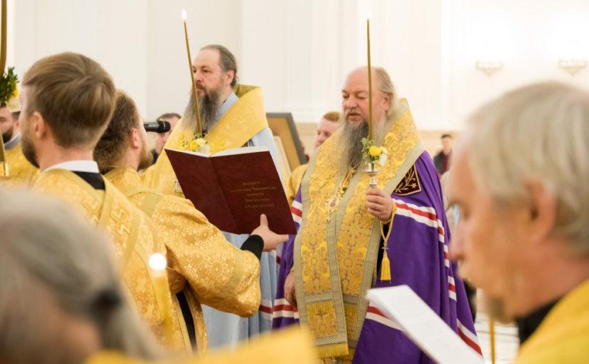 Митрополит Серафим и епископ Митрофан совершили малую вечерню с акафистом святителю Иннокентию Пензенскому в Спасском кафедральном соборе